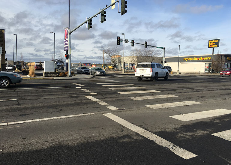 Cars turning left to enter the Moses Lake Town Center from Stratford Road.